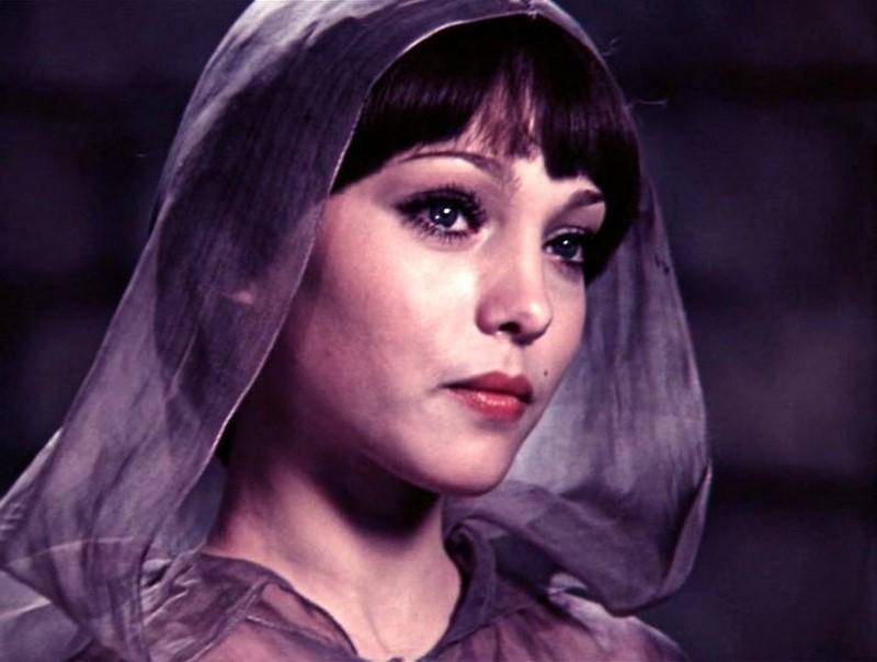 "Марина Нудга е родена 1959 година. Само три филма ""31 юни"", ""Анна Павлова"" и ""Мери Попинс, сбогом"" са забележими."