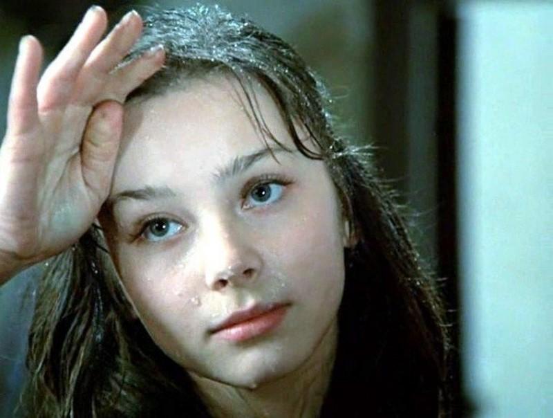 """Галина Беляева е родена 1961 година. Огромен, но неизползван потенциал. Работила е само в три забележителни филма, сред които """"Нежното ми и нежно момче"""", """"Анна Павлова""""."""