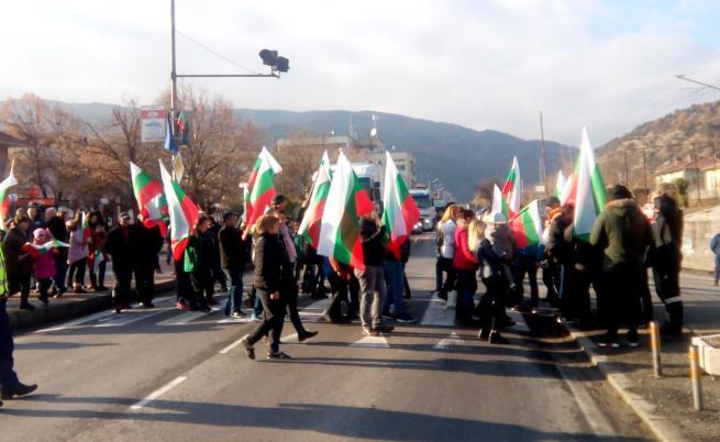 Протест блокира Е-79 за кратко