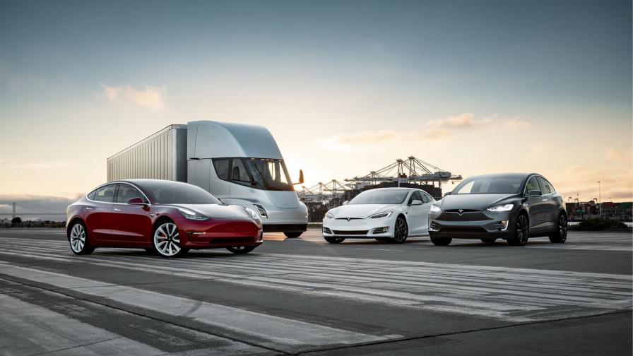 <p>Tesla е по-скъпа от Daimler</p>