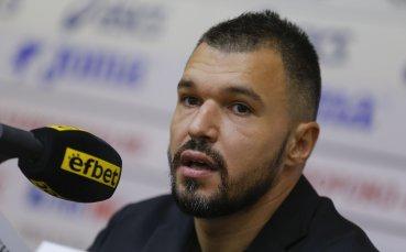 Брутален старт за Божинов: Изкара си червен картон от пейката