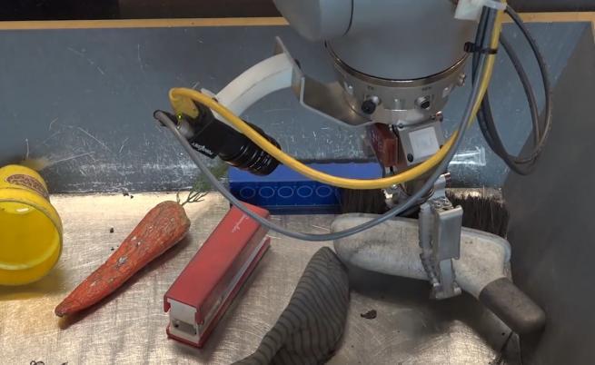 Google създаде роботи, които разпознават обекти с допир