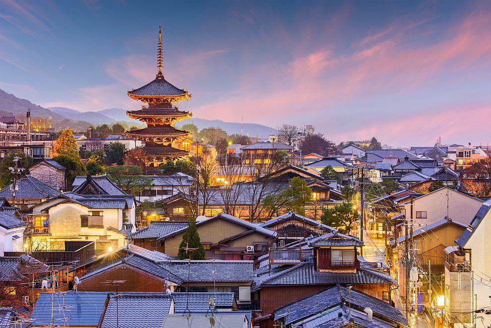 ВОДОЛЕЙ<br /> <br /> Водолеите са почитатели на нестандартното, съчетано с технологиите. Това може да им предложи Япония. Представителите на тази зодия могат да се потопят в една съвсем различна култура в азиатската държава, да се повозят на един от влаковете-стрела, пътуващи между големите градове, преживявайки скорости до 318 км в час. Онези, които се интересуват от мода пък могат да посетят района Хараджуко в Токио. Ако пък Водолеят се интересува от историческите забележителности, може да посети Киото, където ще се възхити на красивите храмове там.