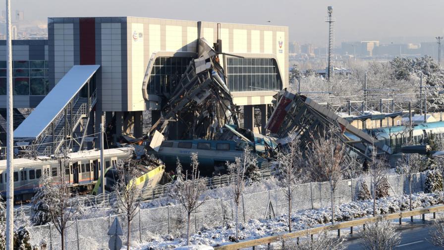 <p>Скоростен влак дерайлира в Анкара, загинали и ранени</p>