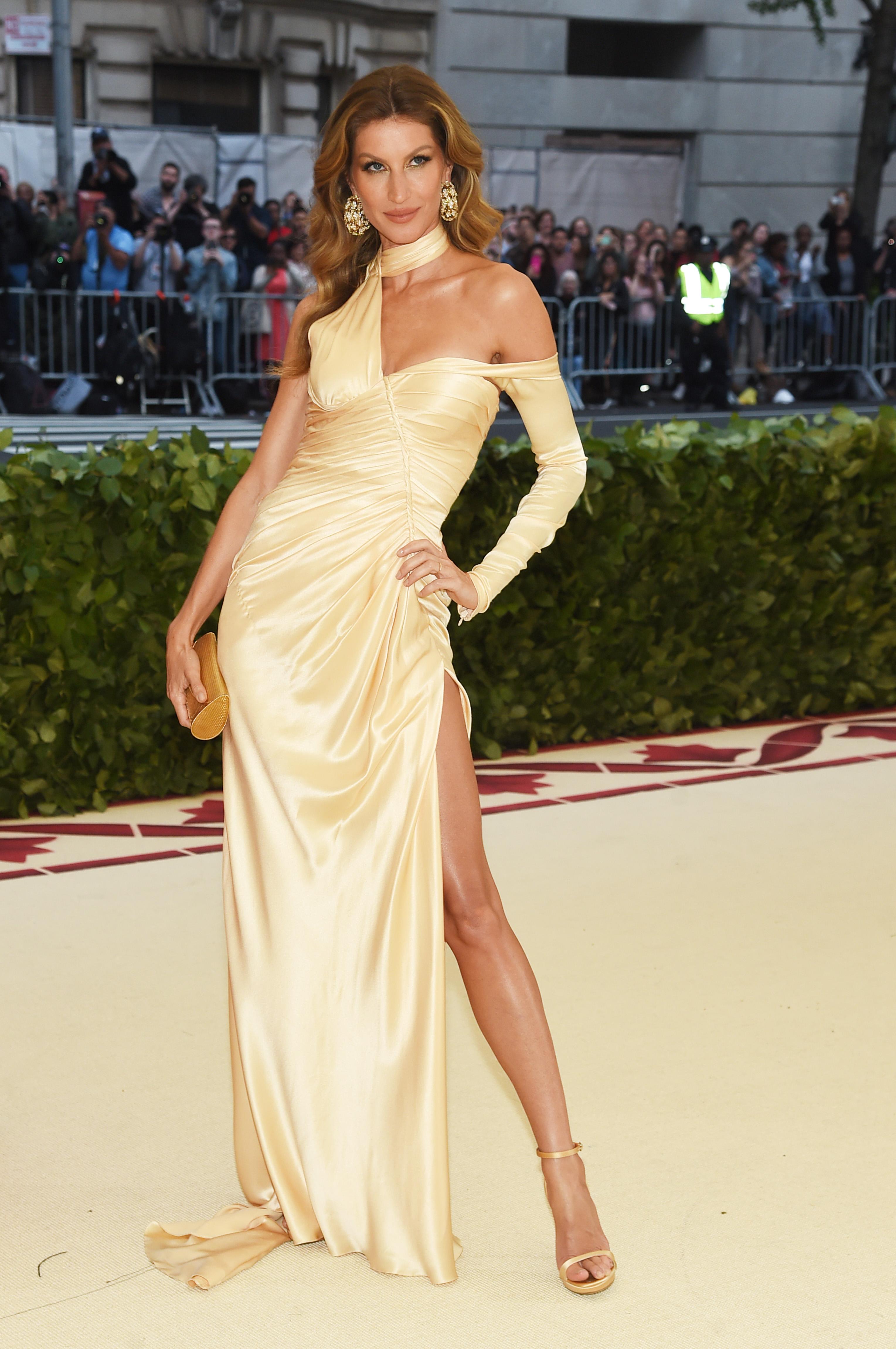 5. Петото място в класацията си делят манекенката и актриса Кара Делевин и топмоделът Жизел Бюндхен. През изминалата година двете красавици са спечелили 10 млн. долара.