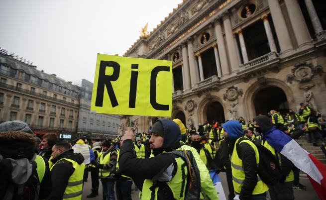 Сблъсъци, арести и демокрация в Париж
