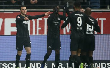 Айнтрахт продължава да се катери към Шампионска лига, повали Байер