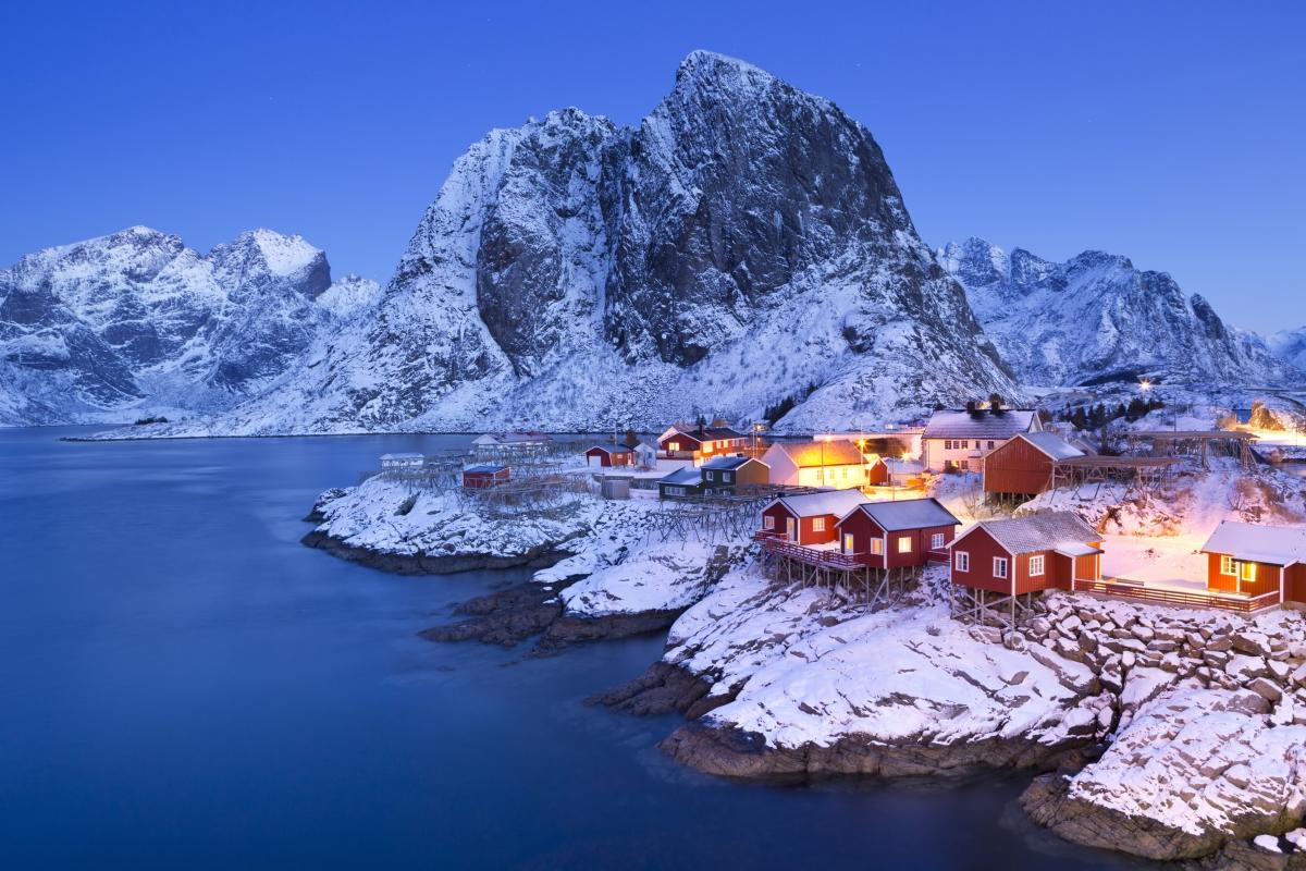 Норвегия. Едва ли трябва да споменаваме, че там зимата изглежда като приказка.