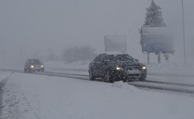 Глобяват фирма и тирове заради проблемите със снега по пътищата