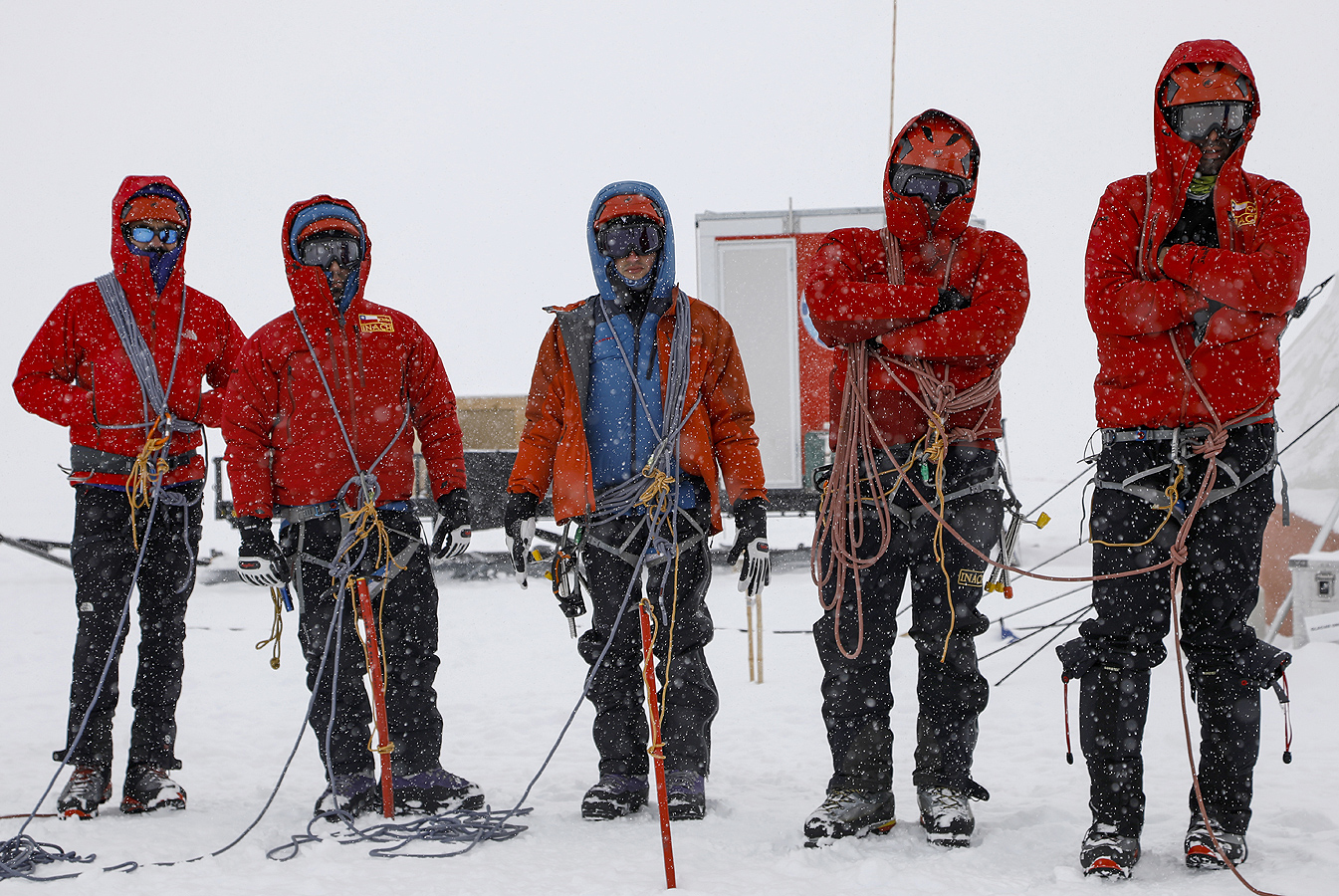 Тази година INACH избра осем учени чрез публичен конкурс за участие в четири проекта за полеви проучвания за да извърши редица експерименти, измервания и събиране на данни, изследване на елементарни форми на живот и взимане на проби от сняг, лед и скали