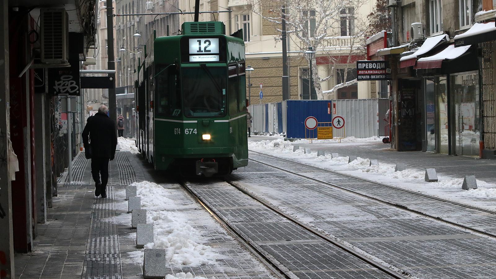 """Трамваите по """"Графа"""" с номера 8, 10, 12 се движат от 4.00 часа тази сутрин по обичайното разписание, а временният автобус 10 ТМ се закрива."""