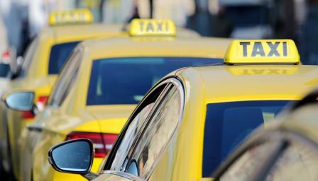 <p>Таксиджии на <strong>протест</strong>, <strong>блокират улици </strong>в София</p>