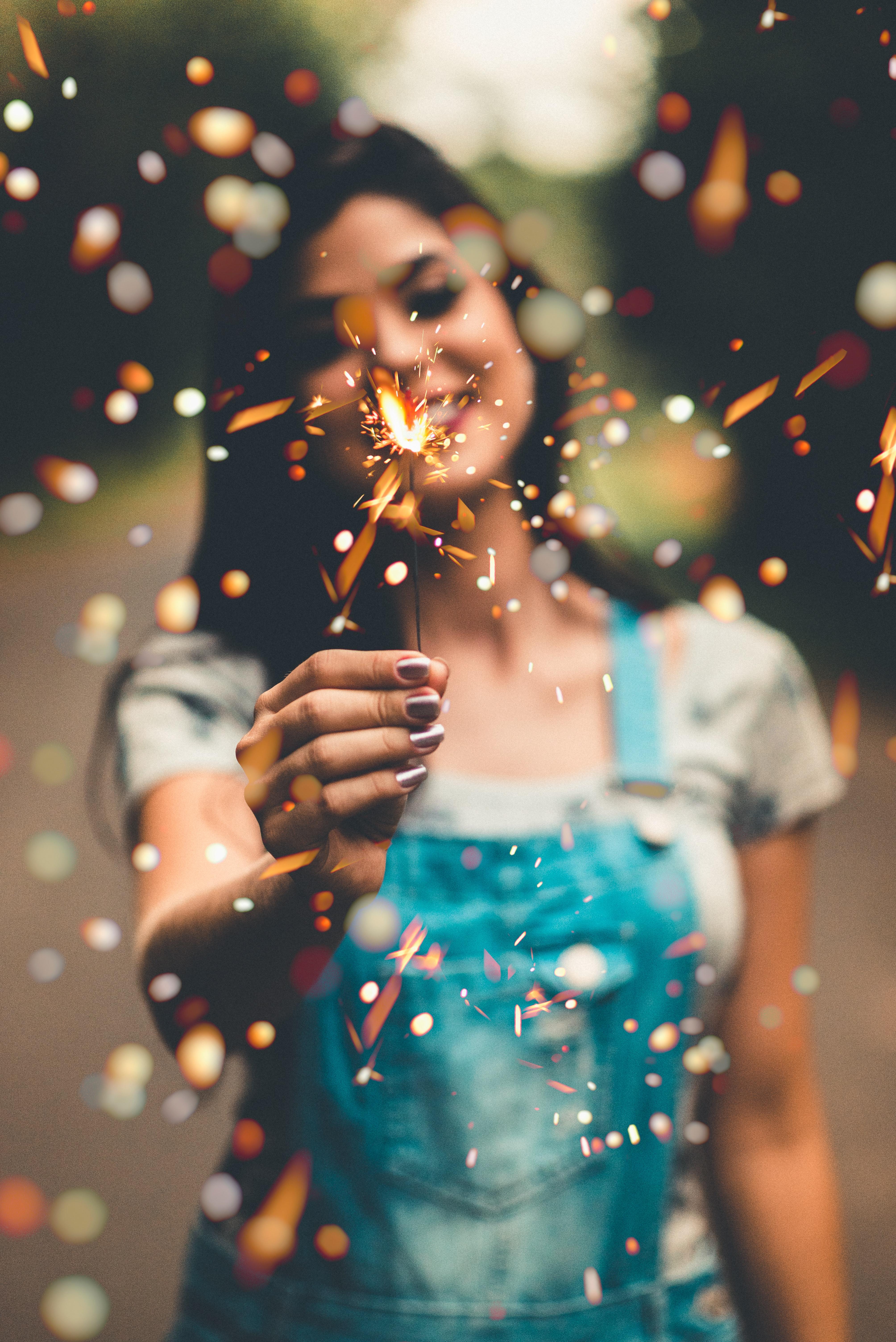 3.Ако не сте почитатели на коледните традиции, тогава дайте път на свои собствени – направете нещо, което ви доставя удоволствие или сте отлагали дълго време – това ще ви накара да се почувствате по-добре.