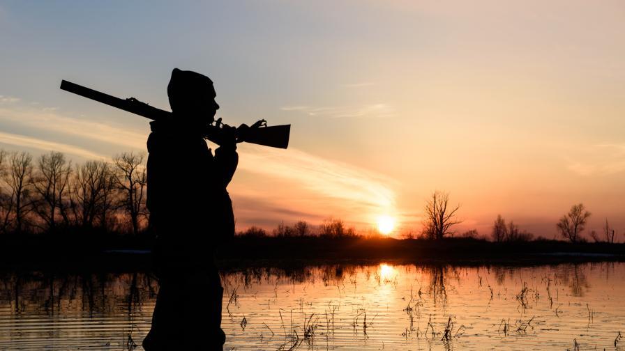 Мъж бе прострелян по време на лов
