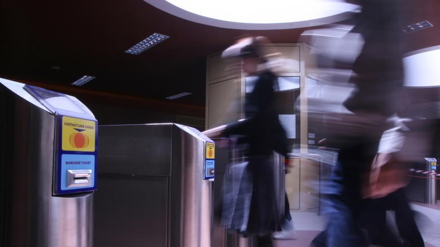 <p>Дете скочи на релсите на метрото в София</p>