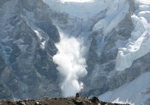 Смъртоносни лавини паднаха във Френските Алпи
