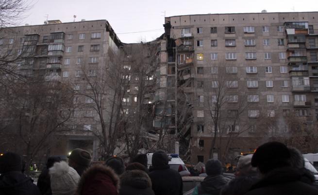 Част от блок в Русия падна, жертви и ранени, десетки в неизвестност