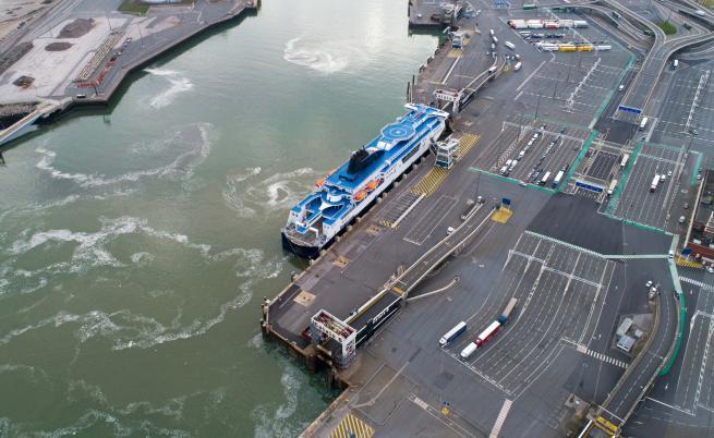 Британски кораби в Ла Манша заради трафик на бежанци