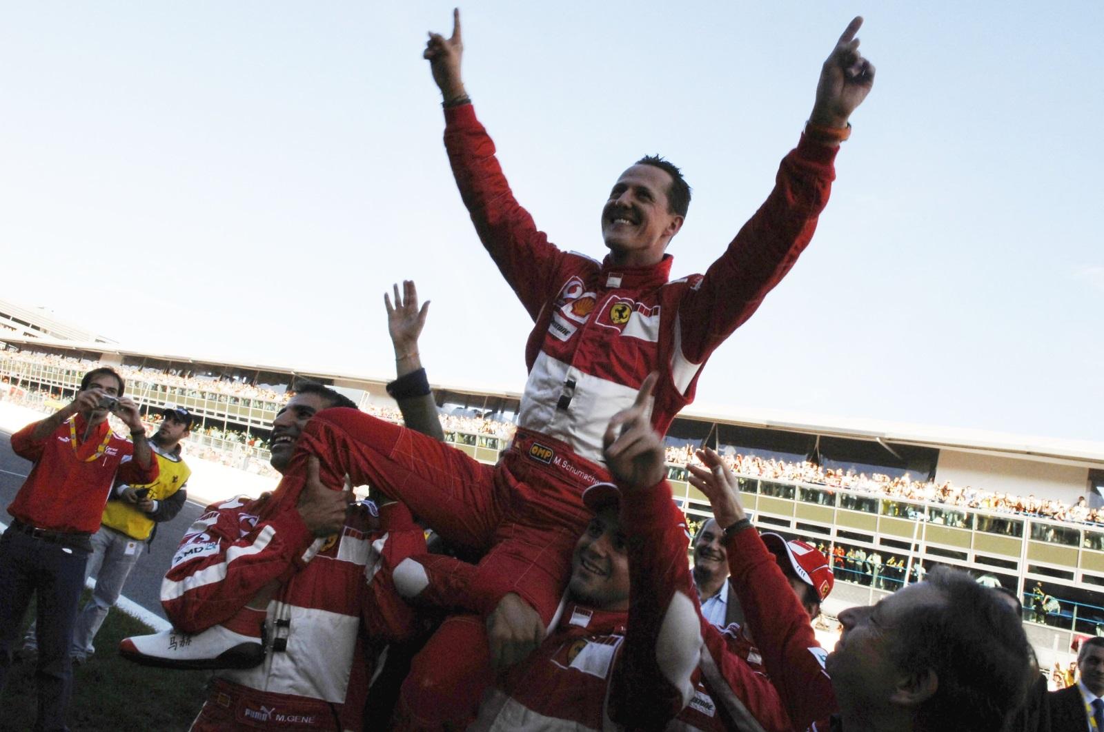 2. Шумахер е най-добрият пилот в историята с 91 спечелени състезания, 7 титли,77 най-бързи обиколки.