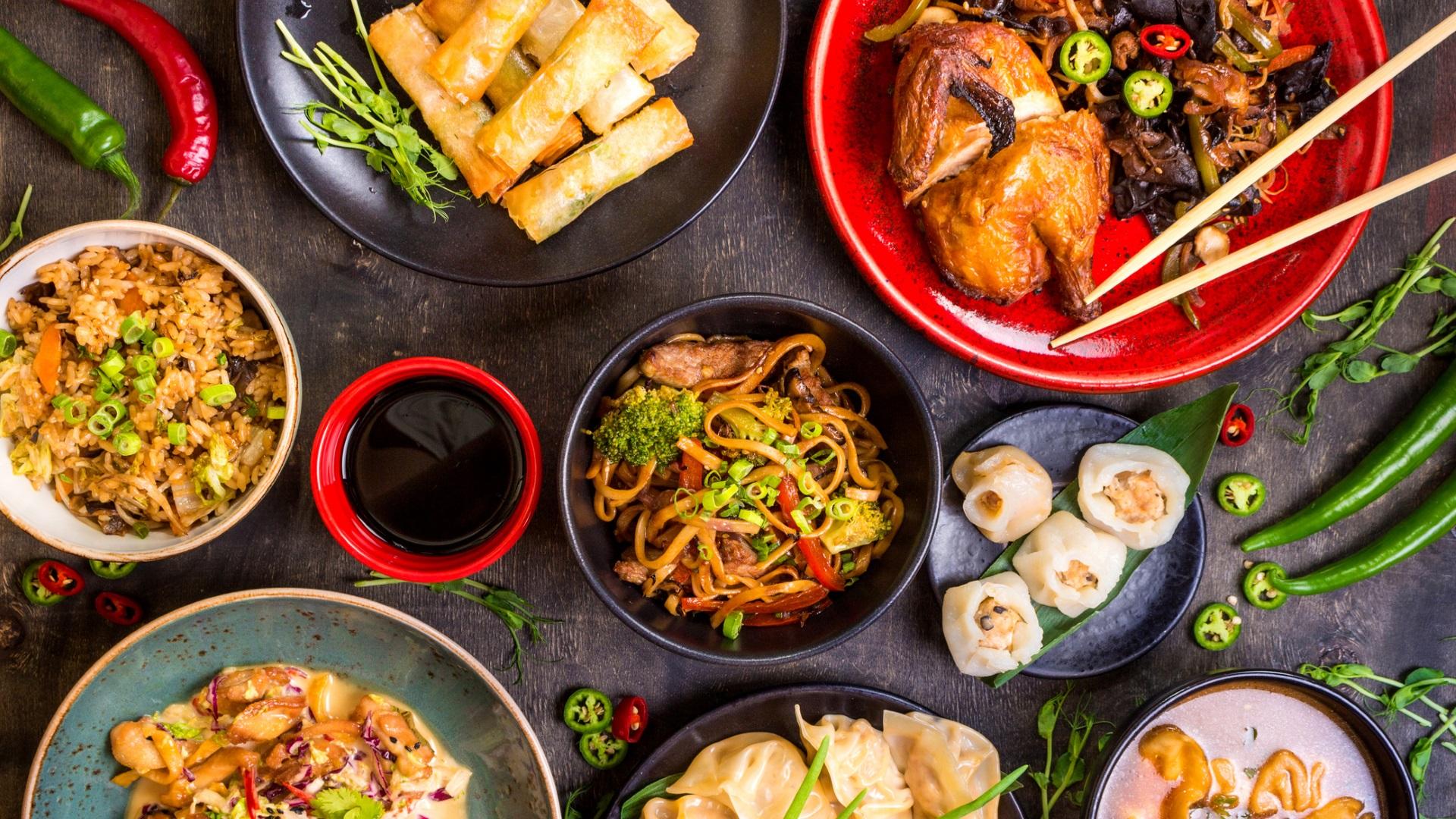 Избягвайте: Китайска храна за вкъщи<br /> <br /> Ако прекалено често консумирате храни, богати на нарий, може да влошите реакцията на стрес в тялото ви, както и да нарушите регулацията на кръвното налягане в организма, което води до общо високо кръвно налягане или хипертония. Китайската храна е една от най-богатите на натрий – помислете само за соевия сос и терияки сос. Бъдете умерени в консумацията ѝ.