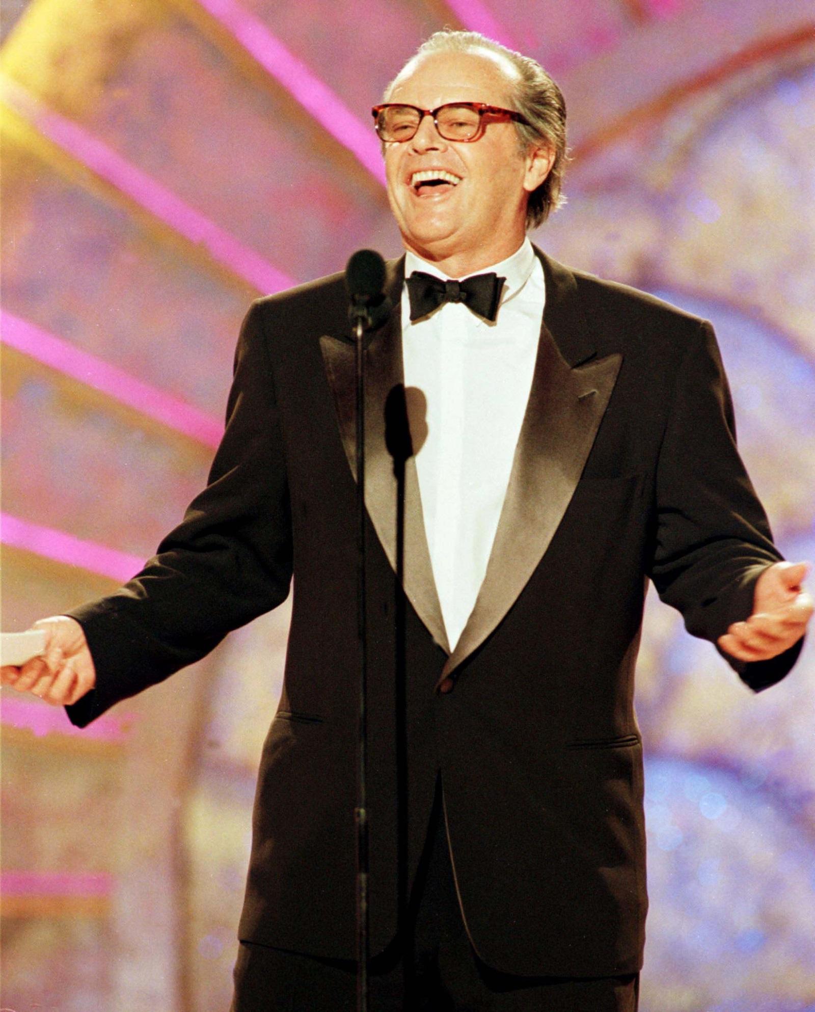 Актьорът Джак Никълсън с голямо удоволствие печели почетната наградана името на Сесил Демил за цялостно творчество.
