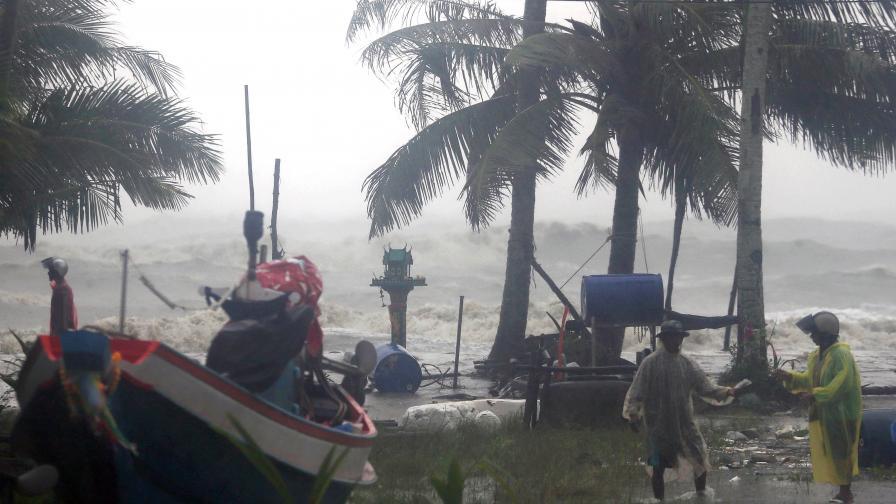 <p>Бедствие в Тайланд, българи, първа тропическа буря от 30 години</p>