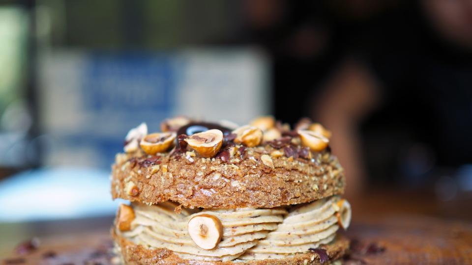 Торта с лешникови блатове