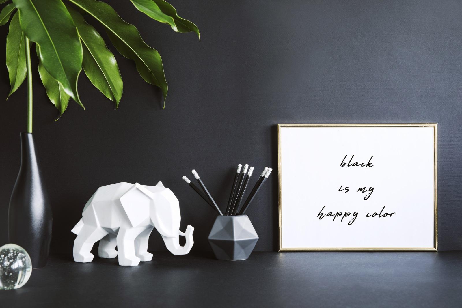 Добър талисман, който можете да поставите на видно място в жилището си, е фигурката на слонче. Смята се, че то пази обичта на близки и роднини, като гарантира за тяхната вярност.