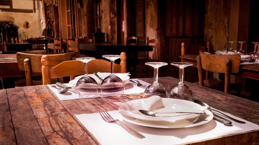 <p>Затварят първия <strong>нудистки ресторант</strong> в Париж</p>