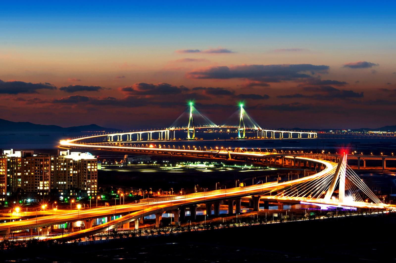 Международно летище Инчон, Сеул<br /> Това е най-голямото летище в Южна Корея и едно от най-натоварените в света. Поради тази причина то предлага и много и разнообразни дейности, с които часовете до полета да не се струват на пътниците като цяла вечност. На летището Инчон може да отидете на кино, да разгледате музей, през зимата да се разходите в ледена гора и целогодишно да карате кънки на лед.