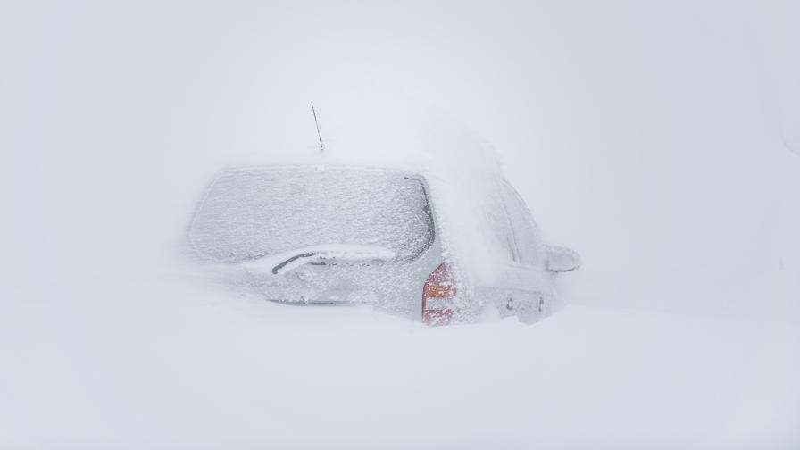 Хаос заради снега в Австрия, Франция продължава да има проблеми