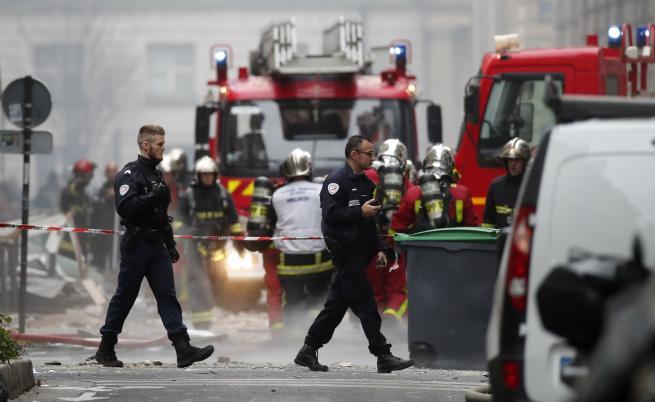 Взрив в пекарна в Париж, има жертви
