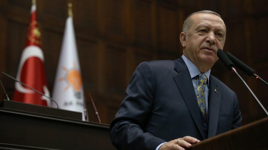 <p><strong>Ердоган огорчен</strong>, разговаряс Тръмп<strong>, отива в Русия</strong></p>