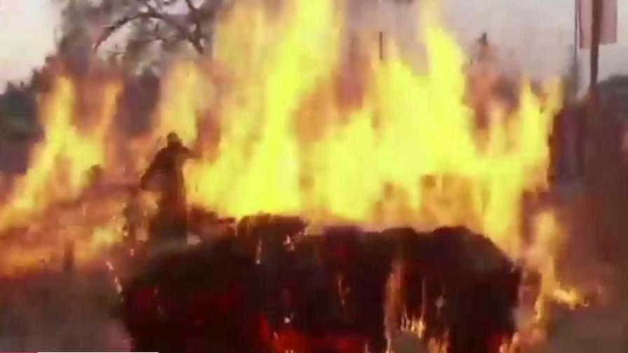 <p>Древният обичай на бягане по огън</p>