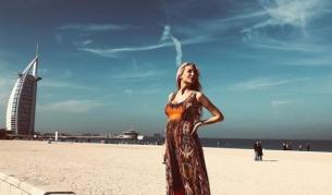 "<p>Антония Петрова, <span style=""color:#FF8C00;"">бременна в 9-ия</span> <span style=""color:#FF8C00;"">месец</span> и на почивка в Дубай</p>"