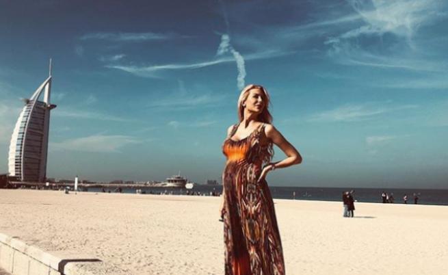 Антония Петрова, бременна в 9-ия месец и на почивка в Дубай