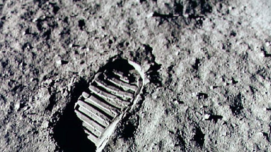 НАСА получи задача да прати хора на Луната до 5 години