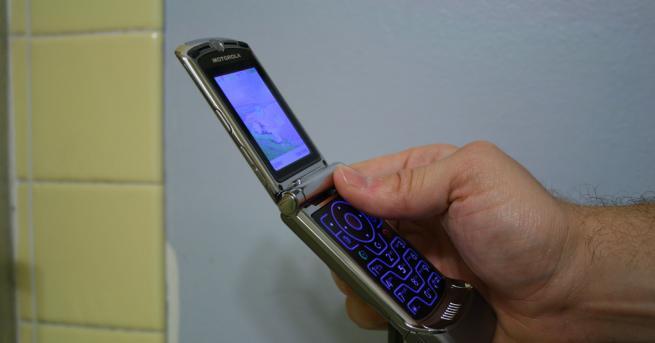 Снимка: Motorola представя сгъваем смартфон през ноември