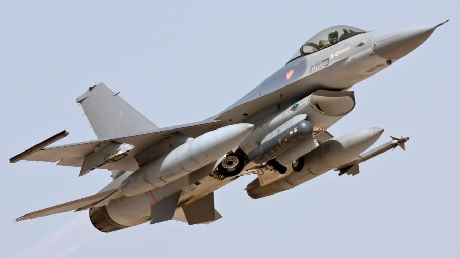 Изтребител F-16