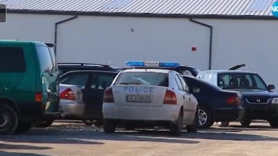 Тинейджъри потрошиха 16 коли в автокъща