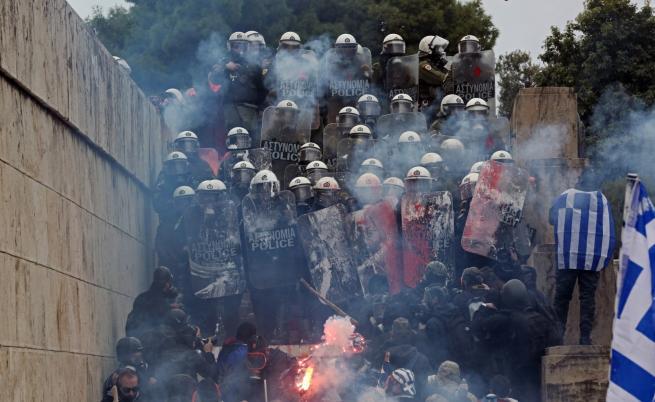 Сблъсъци на протеста в Атина, има ранени полицаи