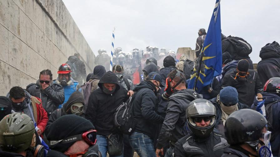 Стотици хиляди на протест в Атина
