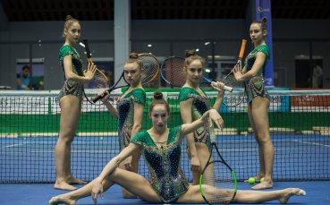 """Уникално: """"Златните момичета"""" направиха съчетание с тенис топки и ракети"""