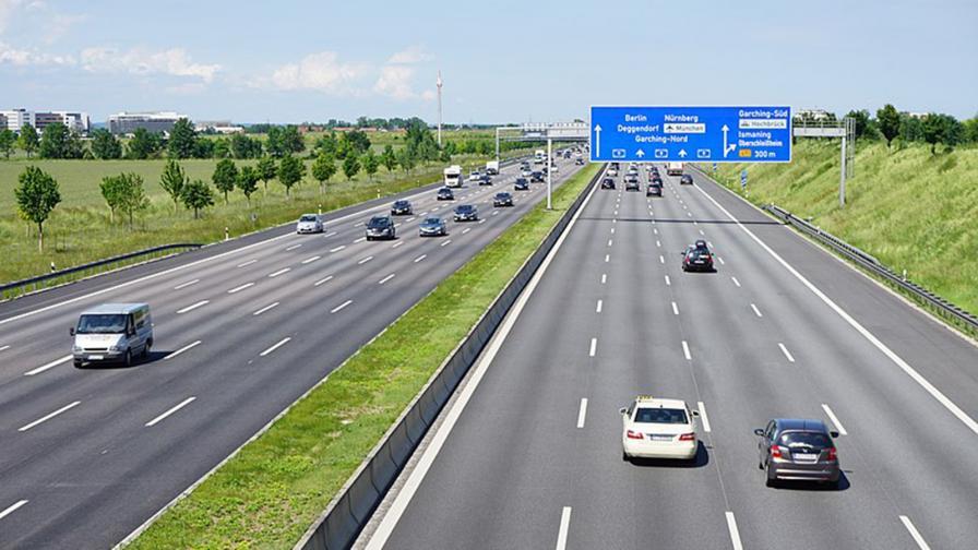 <p>Германия ще ограничи аутобаните до 130 км/ч</p>