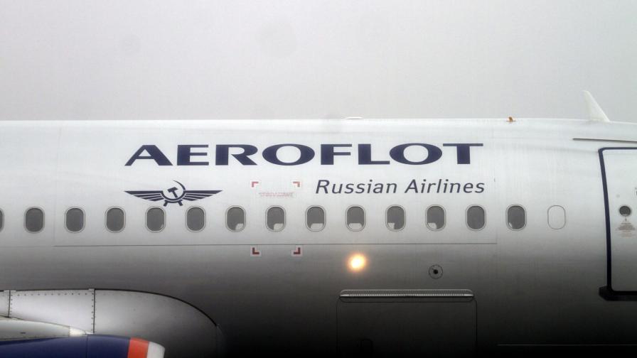 Самолет от Москва за Бургас кацна аварийно - пистолет в ръчния багаж