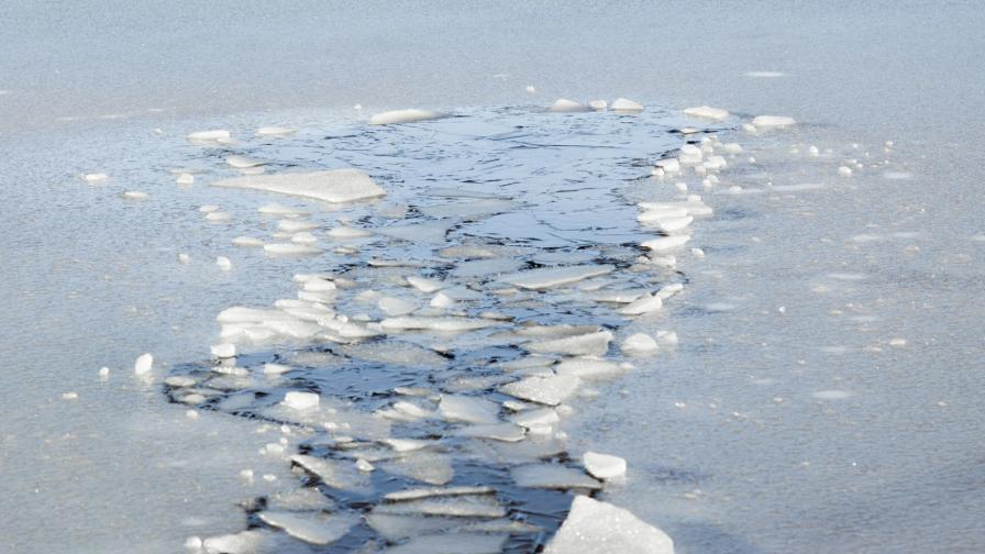 Земята губи лед с рекордно темпо, топенето се ускорява