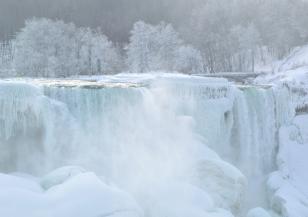 Ниагарският водопад замръзна