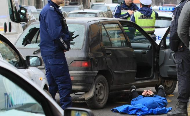 Арести в центъра на София, стрелба