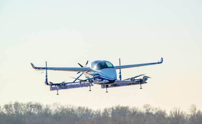 Автономното летящо такси на Boeing направи първи полет
