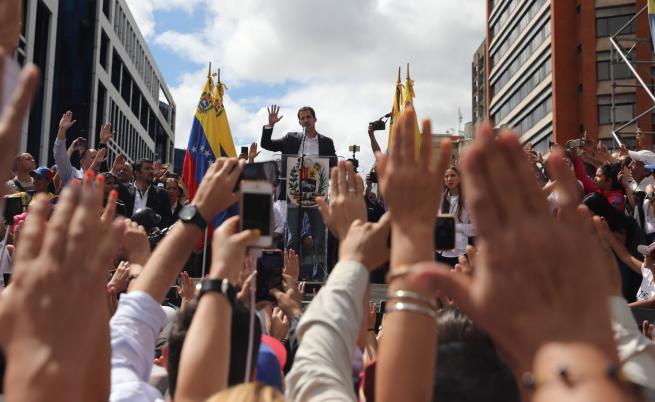 Хуан Гуайдо се обяви за временен президент на Венецуела по време на митинг